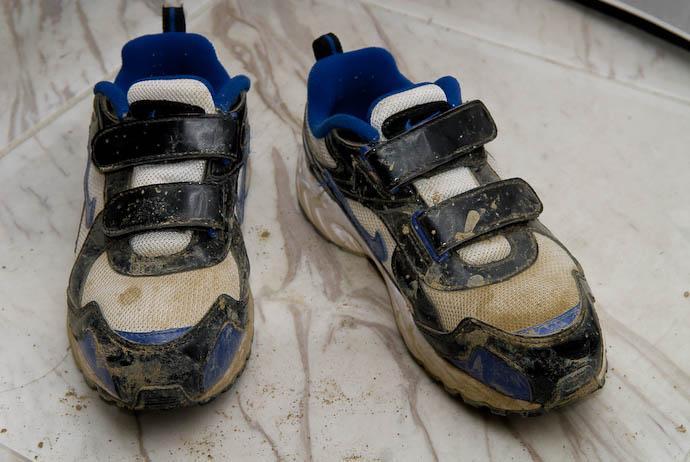 Anthony's New Shoes -- Kyoto, Japan -- Copyright 2008 Jeffrey Eric Francis Friedl, http://regex.info/blog/