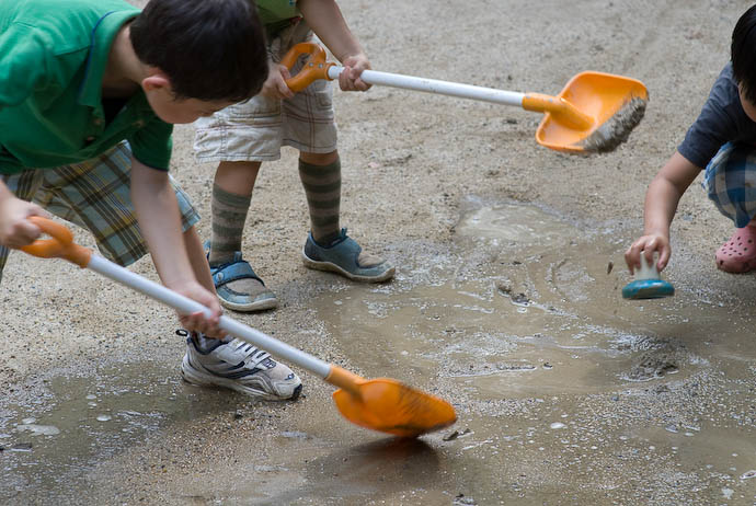 Heavy Industries in the mud pits -- Kyoto, Japan -- Copyright 2008 Jeffrey Eric Francis Friedl, http://regex.info/blog/