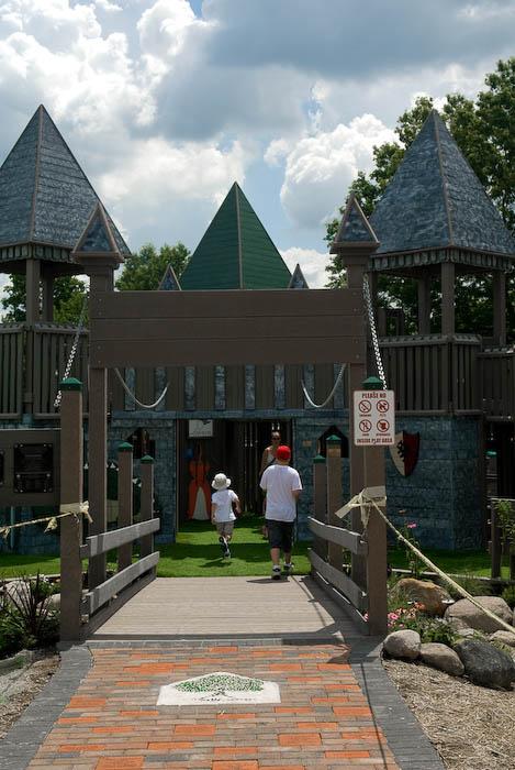 Castle-Themed Entrance -- Ravenna, Ohio, USA -- Copyright 2008 Jeffrey Eric Francis Friedl, http://regex.info/blog/