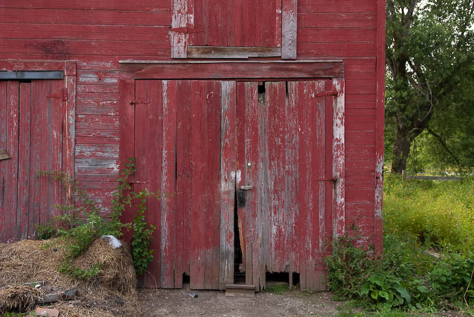 Barn Door 35 years ago, this was in tip-top shape -- Rootstown, Ohio, USA -- Copyright 2008 Jeffrey Eric Francis Friedl, http://regex.info/blog/