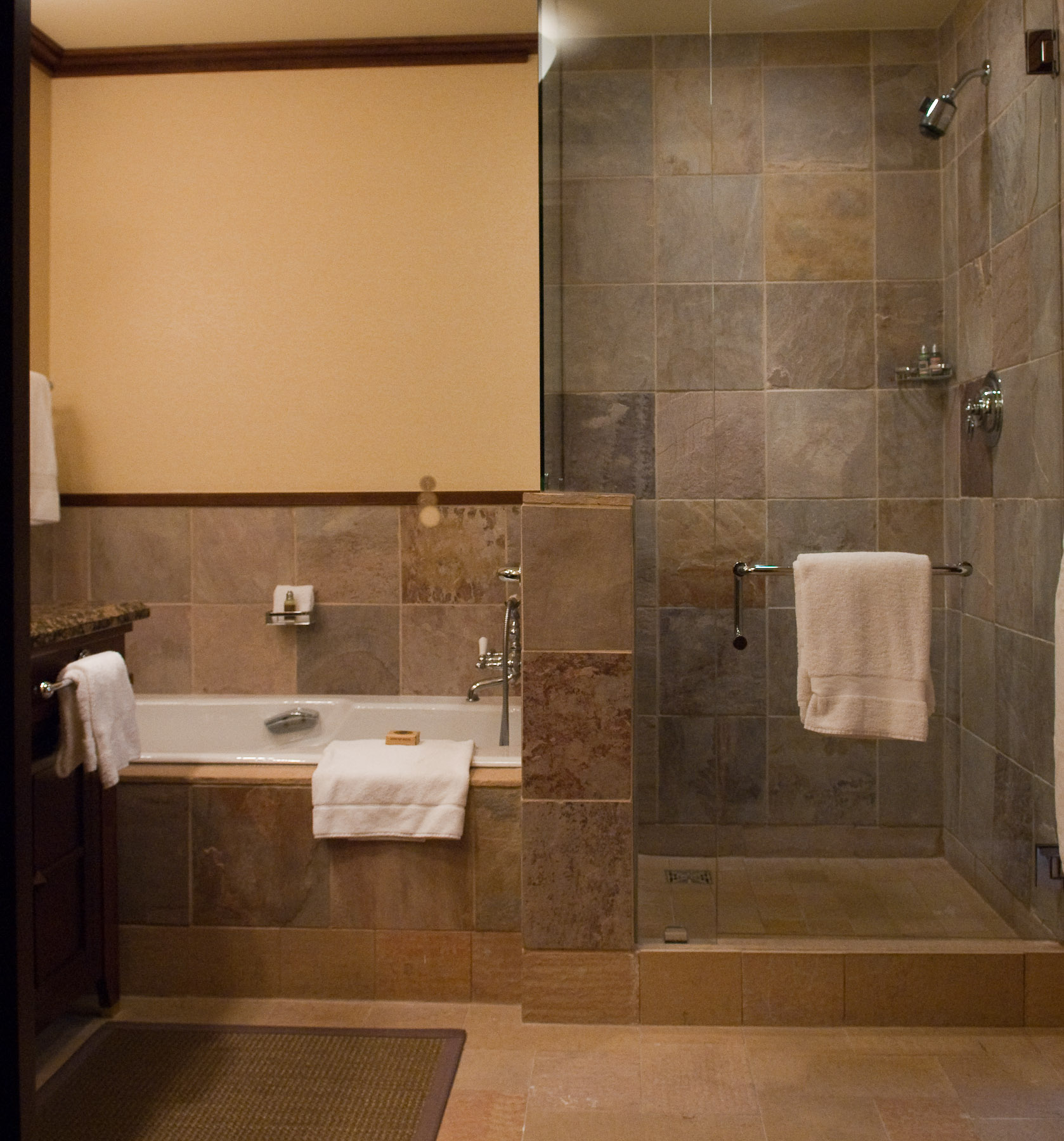 Jeffrey friedl 39 s blog deluxe executive suite at the for Bathtub and shower designs