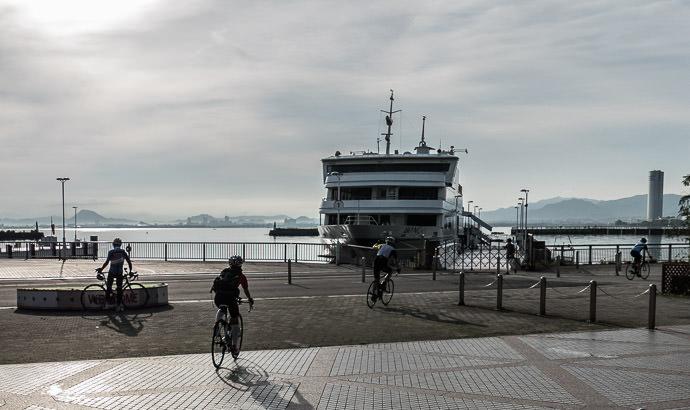 Arriving at Lake Biwa 6:22 AM (+55 min) - 13 km (8.1 miles) taken while cycling at 14 kph (8 mph) -- Otsu, Shiga, Japan -- Copyright 2015 Jeffrey Friedl, http://regex.info/blog/