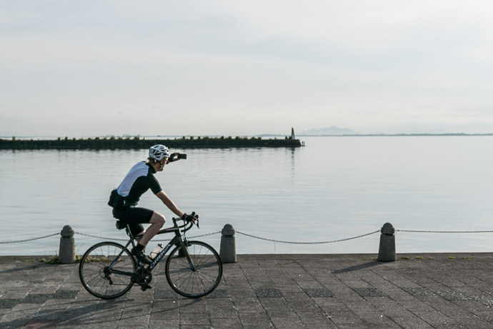 Photo on the Go 6:23 AM (+56 min) - 13 km (8.2 miles) taken while cycling at 25 kph (15 mph) -- Otsu, Shiga, Japan -- Copyright 2015 Jeffrey Friedl, http://regex.info/blog/