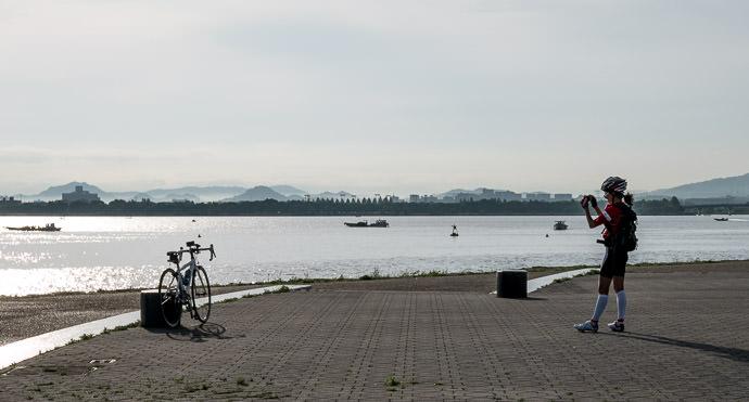 Memorial Photo 6:31 AM (+1h 4m) - 16 km (9.9 miles) -- Otsu, Shiga, Japan -- Copyright 2015 Jeffrey Friedl, http://regex.info/blog/