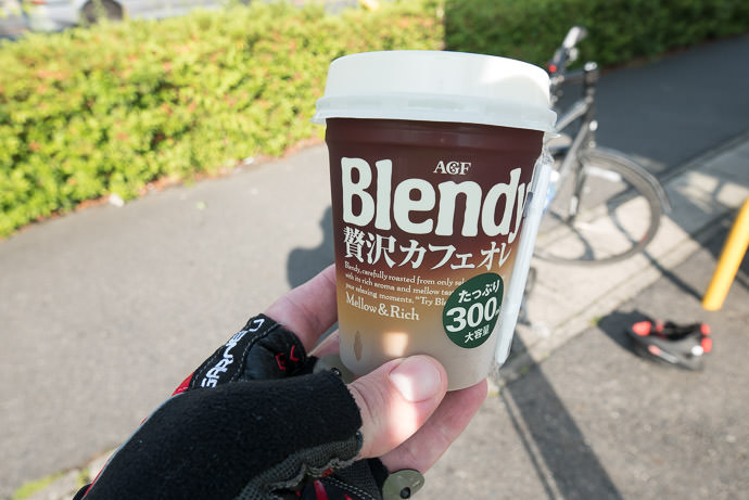 My Caffè Latte it's mellow and rich -- 琵琶湖大橋東詰(バス) -- Moriyama, Shiga, Japan -- Copyright 2015 Jeffrey Friedl, http://regex.info/blog/ -- This photo is licensed to the public under the Creative Commons Attribution-NonCommercial 4.0 International License http://creativecommons.org/licenses/by-nc/4.0/ (non-commercial use is freely allowed if proper attribution is given, including a link back to this page on http://regex.info/ when used online)