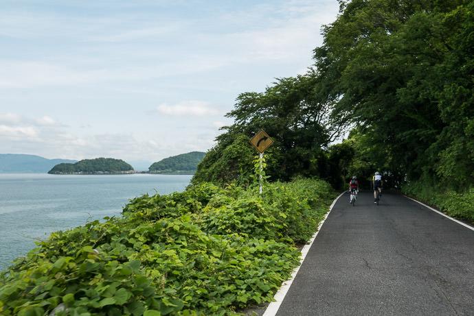 Continuing 8:45 AM (+3h 19m) - 57 km (35.4 miles) taken while cycling at 26 kph (16 mph) -- Omihachiman, Shiga, Japan -- Copyright 2015 Jeffrey Friedl, http://regex.info/blog/