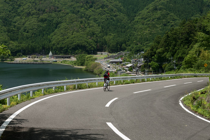Heading Back Down 12:16 PM (+6h 49m) - 115 km (71.1 miles) -- Nagahama, Shiga, Japan -- Copyright 2015 Jeffrey Friedl, http://regex.info/blog/