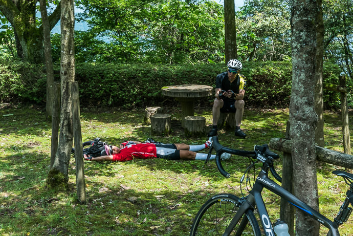 Well-Earned Rest 1:15 PM (+7h 48m) - 126 km (78.0 miles) -- Nagahama, Shiga, Japan -- Copyright 2015 Jeffrey Friedl, http://regex.info/blog/