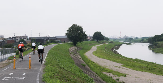 Above the River 7:53 AM (+24 min) - 9.1 km (5.7 miles) taken while cycling at 29 kph (18 mph) -- Kyoto, Japan -- Copyright 2015 Jeffrey Friedl, http://regex.info/blog/