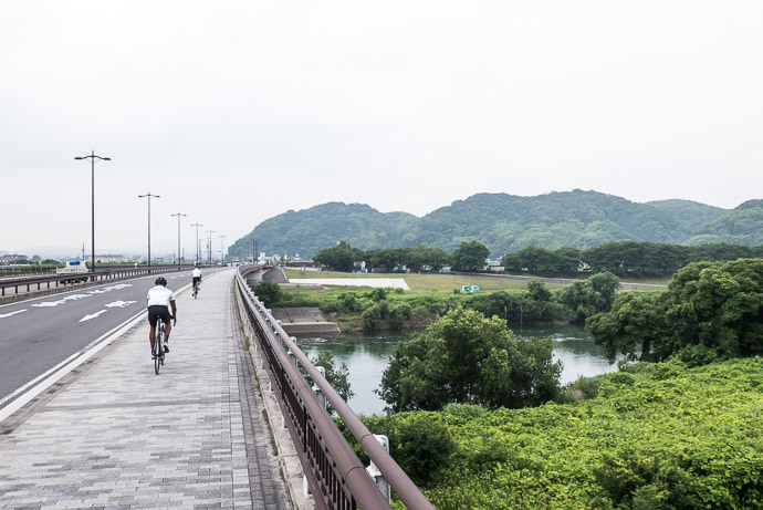 Sidestepping Over Merging Rivers 8:08 AM (+39 min) - 17 km (10.4 miles) taken while cycling at 19 kph (12 mph) -- Yawata, Kyoto, Japan -- Copyright 2015 Jeffrey Friedl, http://regex.info/blog/