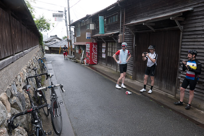 Social Pause 7:41 AM (+1h 24m) - 22 km (13.6 miles) -- Kyoto, Japan -- Copyright 2015 Jeffrey Friedl, http://regex.info/blog/