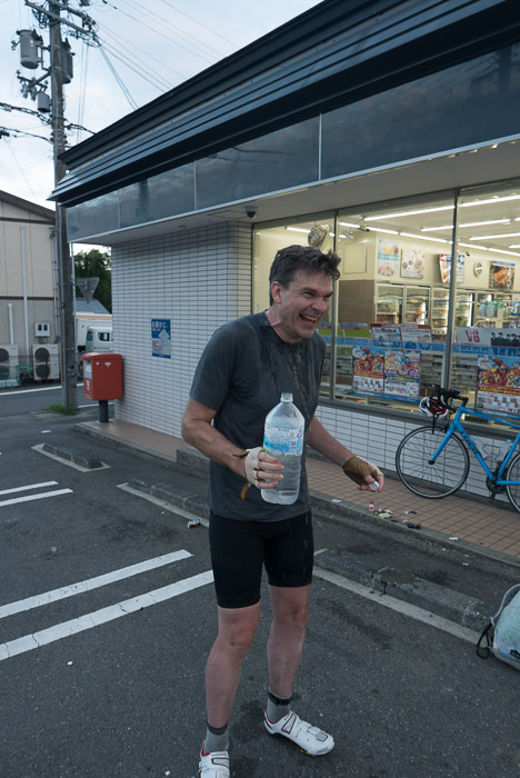 Eric Cooling Off having just poured refrigerated water over his head ( it was already hot at 5 am ) -- Ichihara Lawsons (ローソン 静市市原) -- Kyoto, Japan -- Copyright 2015 Jeffrey Friedl, http://regex.info/blog/
