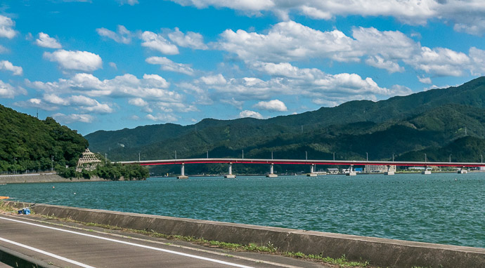 Aoto Bridge we'd be going across that later 2:38 pm (from start: 10h 13m / 117 km / 72.7 miles) taken while cycling at 27 kph (17 mph) -- Oi-gun, Fukui, Japan -- Copyright 2015 Jeffrey Friedl, http://regex.info/blog/