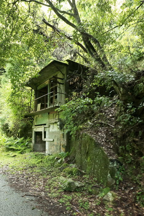 Abandoned Building I wonder what it was -- Kyoto, Japan -- Copyright 2015 Jeffrey Friedl, http://regex.info/blog/