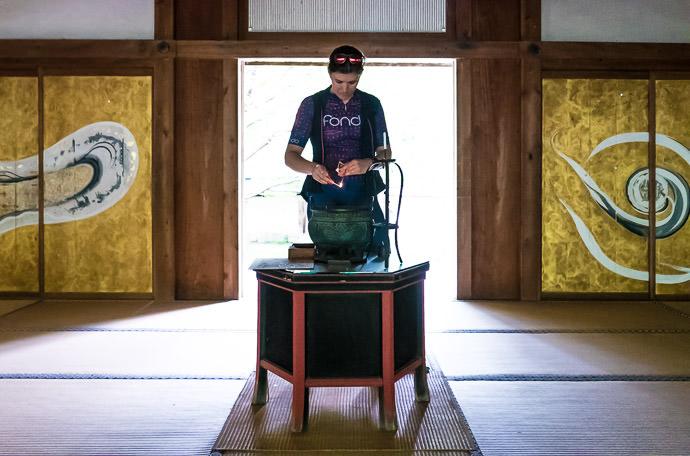 Lighting a Candle -- Joshokoji Temple (常照皇寺) -- Kyoto, Japan -- Copyright 2015 Jeffrey Friedl, http://regex.info/blog/