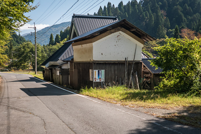 Mud-Roofed Storage Building taken while cycling at 23 kph (14 mph) -- Kyoto, Japan -- Copyright 2015 Jeffrey Friedl, http://regex.info/blog/ -- This photo is licensed to the public under the Creative Commons Attribution-NonCommercial 4.0 International License http://creativecommons.org/licenses/by-nc/4.0/ (non-commercial use is freely allowed if proper attribution is given, including a link back to this page on http://regex.info/ when used online)