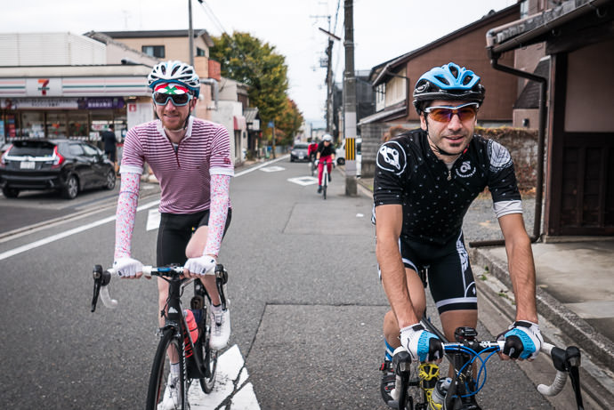 Ross and Tomas taken while riding at 18 kph (11 mph) -- Kyoto, Japan -- Copyright 2015 Jeffrey Friedl, http://regex.info/blog/