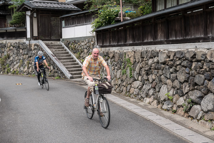 Not Quite So Typical James and Antony roll past an old farmstead -- Kyoto, Japan -- Copyright 2015 Jeffrey Friedl, http://regex.info/blog/