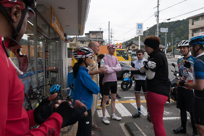 Convenience-Store Stop at about the halfway point -- Kyoto, Japan -- Copyright 2015 Jeffrey Friedl, http://regex.info/blog/
