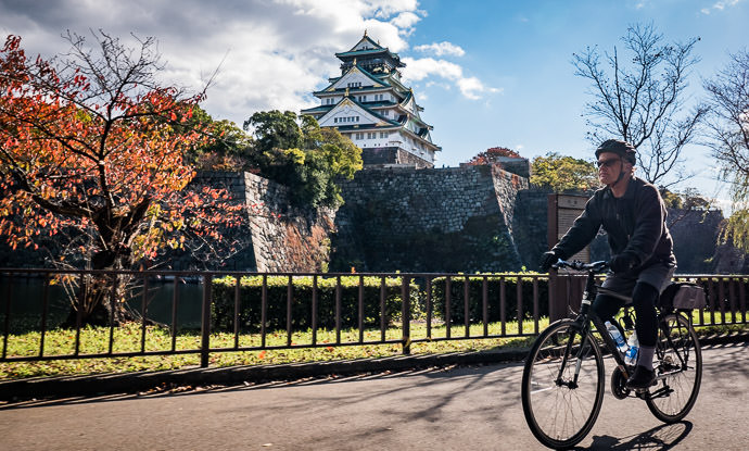 Circling the Castle taken while riding at 15 kph (10 mph) -- Kyoto, Japan -- Copyright 2015 Jeffrey Friedl, http://regex.info/blog/