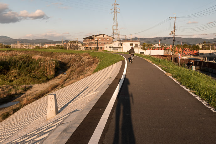 Long Shadows taken while riding at 26 kph (16 mph) -- Kyoto, Japan -- Copyright 2015 Jeffrey Friedl, http://regex.info/blog/
