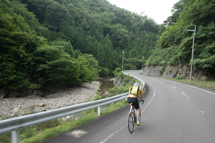 8:02am - taken while cycling at 32 kph (20 mph) -- Kyoto, Japan -- Copyright 2016 Jeffrey Friedl, http://regex.info/blog/