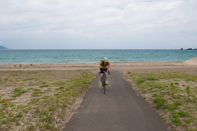 Finally Turning for Home riding due south away from the Sea of Japan Torihama Beach (鳥居浜海水浴場) 12:41pm - taken while cycling at 10 kph (6 mph) -- Torihama Beach (鳥居浜海水浴場) -- Takahama, Fukui, Japan -- Copyright 2016 Jeffrey Friedl, http://regex.info/blog/