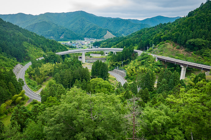 Looking Back from one curve down to the full 360° loop -- Ōi-gun -- Kyoto, Japan -- Copyright 2016 Jeffrey Friedl, http://regex.info/blog/ -- This photo is licensed to the public under the Creative Commons Attribution-NonCommercial 4.0 International License http://creativecommons.org/licenses/by-nc/4.0/ (non-commercial use is freely allowed if proper attribution is given, including a link back to this page on http://regex.info/ when used online)