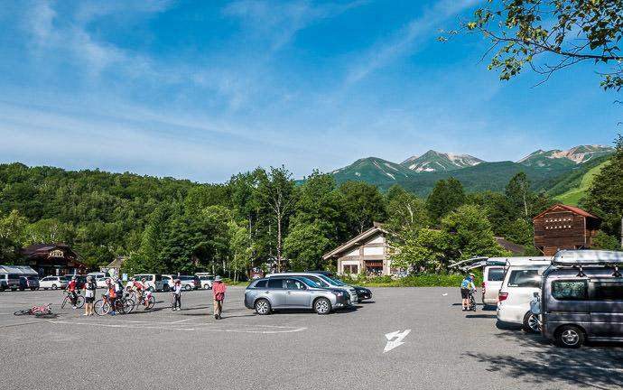 Meeting Up 6:50am -- Matsumoto, Nagano, Japan -- Copyright 2016 Jeffrey Friedl, http://regex.info/blog/