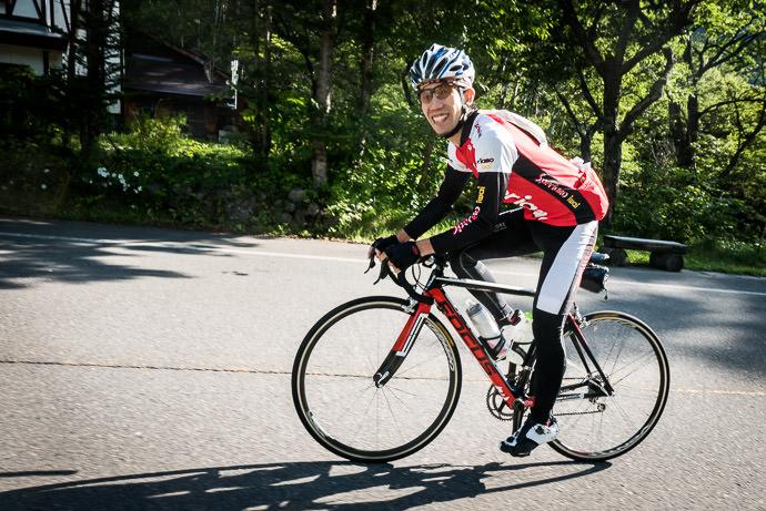 Yoshiyuki Takenami 6:55am - taken while cycling at 19 kph (12 mph) -- Mt. Norikura (乗鞍岳) -- Matsumoto, Nagano, Japan -- Copyright 2016 Jeffrey Friedl, http://regex.info/blog/