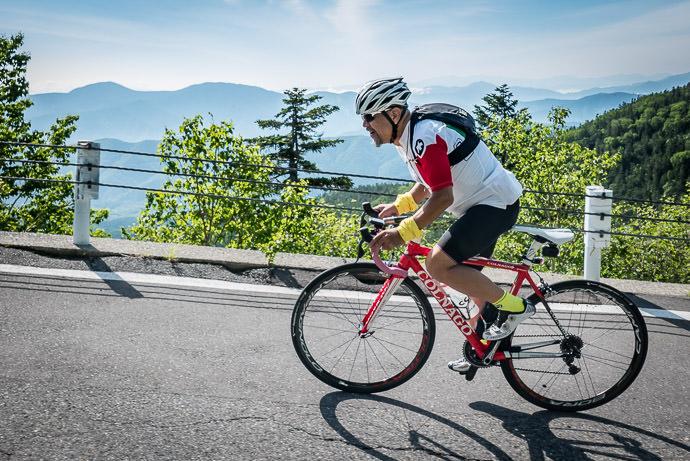 Mr. Yoshikawa 8:17am - taken while cycling at 9 kph (6 mph) -- Mt. Norikura (乗鞍岳) -- Matsumoto, Nagano, Japan -- Copyright 2016 Jeffrey Friedl, http://regex.info/blog/