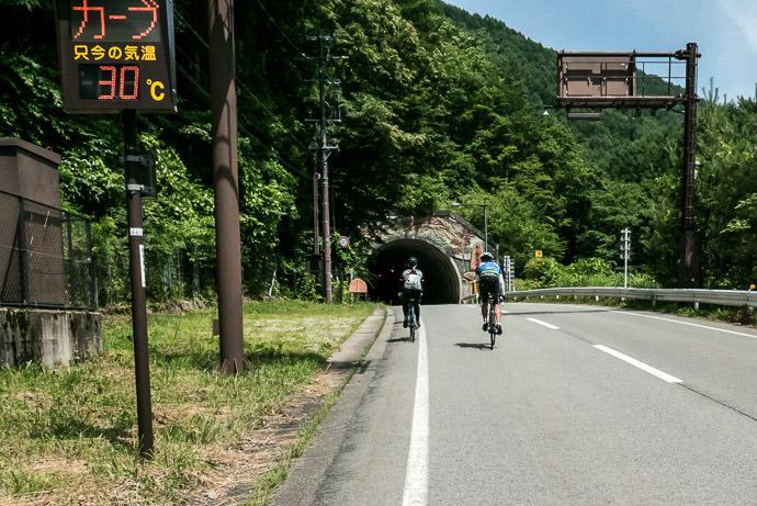 30°C / 86°F thankfully, another tunnel awaits 1:41pm - taken while cycling at 6 kph (4 mph) -- Takayama, Gifu, Japan -- Copyright 2016 Jeffrey Friedl, http://regex.info/blog/