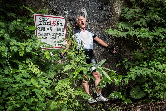...and Cool Down in the freezing water -- Takayama, Gifu, Japan -- Copyright 2016 Jeffrey Friedl, http://regex.info/blog/