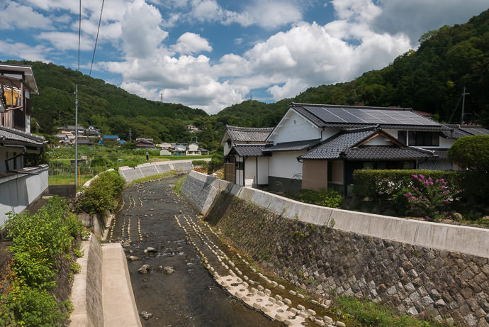 Village at the End of the Descent -- Uji, Kyoto, Japan -- Copyright 2016 Jeffrey Friedl, http://regex.info/blog/ -- This photo is licensed to the public under the Creative Commons Attribution-NonCommercial 4.0 International License http://creativecommons.org/licenses/by-nc/4.0/ (non-commercial use is freely allowed if proper attribution is given, including a link back to this page on http://regex.info/ when used online)