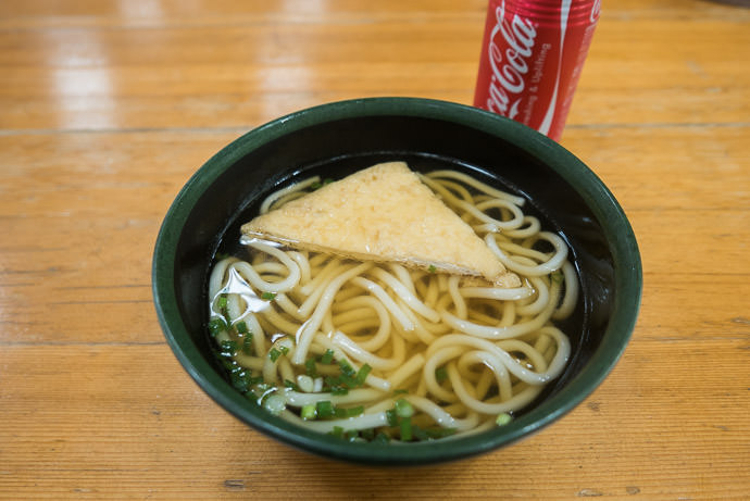 Simple Lunch 宇治市総合野外活動センター -- Uji, Kyoto, Japan -- Copyright 2016 Jeffrey Friedl, http://regex.info/blog/ -- This photo is licensed to the public under the Creative Commons Attribution-NonCommercial 4.0 International License http://creativecommons.org/licenses/by-nc/4.0/ (non-commercial use is freely allowed if proper attribution is given, including a link back to this page on http://regex.info/ when used online)