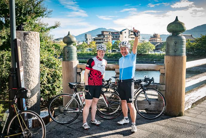 Ready to Start Stephanie and Manseki 7:30am, Kyoto Japan -- Sanjo Starbucks -- Copyright 2016 Jeffrey Friedl, http://regex.info/blog/