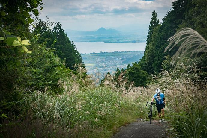 Manseki Joins Me at the Top -- Otsu, Shiga, Japan -- Copyright 2016 Jeffrey Friedl, http://regex.info/blog/
