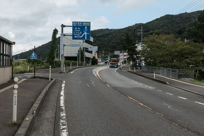 Approaching National Route 162 11:13am - it begins at the next left -- Mikatakaminaka-gun -- Mikatakaminaka-gun, Fukui, Japan -- Copyright 2016 Jeffrey Friedl, http://regex.info/blog/ -- This photo is licensed to the public under the Creative Commons Attribution-NonCommercial 4.0 International License http://creativecommons.org/licenses/by-nc/4.0/ (non-commercial use is freely allowed if proper attribution is given, including a link back to this page on http://regex.info/ when used online)