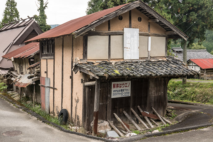 Seen Better Days according to the faded sign, a former drop-off point for a dry cleaner -- Nantan, Kyoto, Japan -- Copyright 2016 Jeffrey Friedl, http://regex.info/blog/ -- This photo is licensed to the public under the Creative Commons Attribution-NonCommercial 4.0 International License http://creativecommons.org/licenses/by-nc/4.0/ (non-commercial use is freely allowed if proper attribution is given, including a link back to this page on http://regex.info/ when used online)