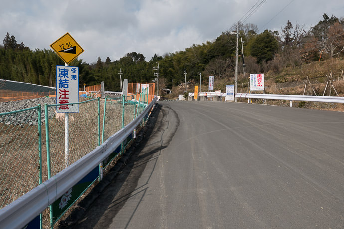 Another New Road new, but still steep -- Ibaraki, Osaka, Japan -- Copyright 2017 Jeffrey Friedl, http://regex.info/blog/ -- This photo is licensed to the public under the Creative Commons Attribution-NonCommercial 4.0 International License http://creativecommons.org/licenses/by-nc/4.0/ (non-commercial use is freely allowed if proper attribution is given, including a link back to this page on http://regex.info/ when used online)