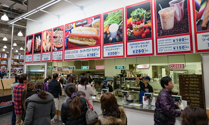 Standard Costco Cafe Hot dog and unlimited soad: $1.60 -- Costco Yawata (コストコ八幡) -- Yawata, Kyoto, Japan -- Copyright 2017 Jeffrey Friedl, http://regex.info/blog/