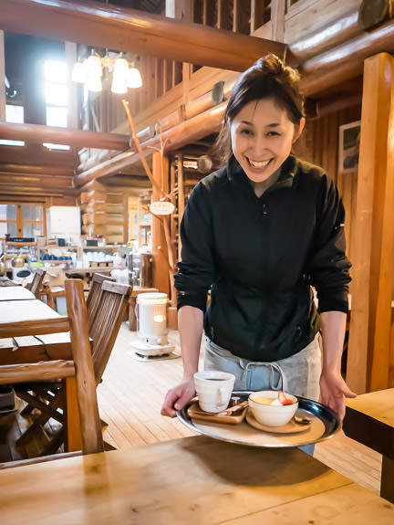 Coffee, Cheesecake, and a Laugh the same smile as on my first visit six years ago Yama no Ie Hasegawa (山の家はせがわ) -- Yama no Ie Hasegawa (山の家はせがわ) -- Kyoto, Japan -- Copyright 2017 Jeffrey Friedl, http://regex.info/blog/