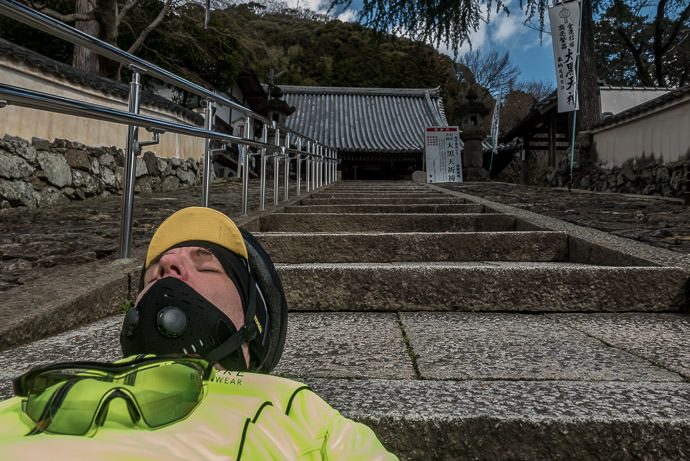 Collapsed on the Steps with just enough energy for a selfie -- Hoshakuji Temple (宝積寺) -- Yamazaki, Kyoto, Japan -- Copyright 2017 Jeffrey Friedl, http://regex.info/blog/