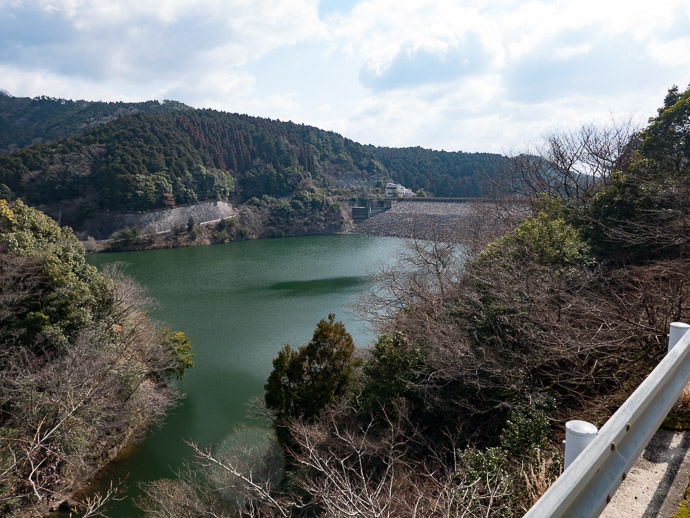 Mino Dam I'd passed by twice before; this time taking the road that cuts across it -- Minoo, Osaka, Japan -- Copyright 2017 Jeffrey Friedl, http://regex.info/blog/