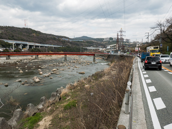 Pretty River, Ugly Road -- Nishinomiya, Hyogo, Japan -- Copyright 2017 Jeffrey Friedl, http://regex.info/blog/