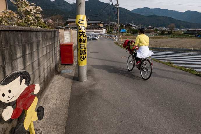 Last Tobidashi-kun for a While passing through Ohara 8:32 AM (from start: 33 min / 13 km / 8.3 miles) -- Kyoto, Japan -- Copyright 2017 Jeffrey Friedl, http://regex.info/blog/