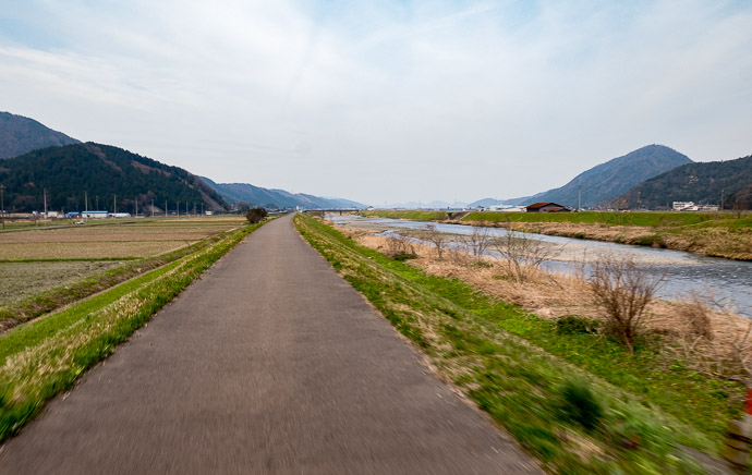 Little-Used Road 10:51 AM (from start: 2h 52m / 66 km / 41.2 miles) taken at 43 kph (27 mph) -- Mikatakaminaka-gun -- Mikatakaminaka-gun, Fukui, Japan -- Copyright 2017 Jeffrey Friedl, http://regex.info/blog/