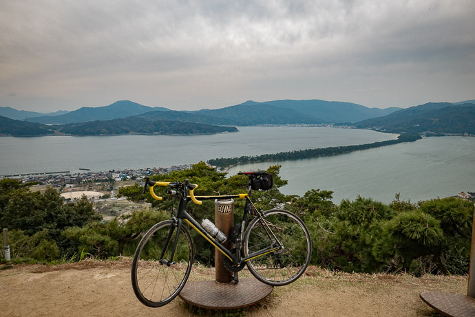 View From The Scenic-View Spot 3:56 PM (from start: 7h 57m / 155 km / 96.0 miles) overlooking Amanohashidate (天橋立) -- Amanohashidate (天橋立) -- Miyazu, Kyoto, Japan -- Copyright 2017 Jeffrey Friedl, http://regex.info/blog/
