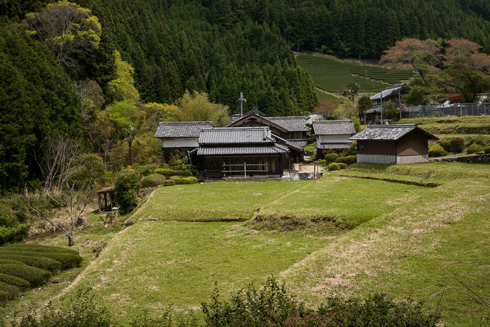 Farmstead -- Sōraku-gun -- Soraku-gun, Kyoto, Japan -- Copyright 2017 Jeffrey Friedl, http://regex.info/blog/ -- This photo is licensed to the public under the Creative Commons Attribution-NonCommercial 4.0 International License http://creativecommons.org/licenses/by-nc/4.0/ (non-commercial use is freely allowed if proper attribution is given, including a link back to this page on http://regex.info/ when used online)