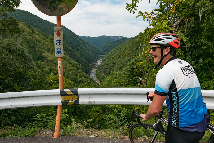 Enjoying the Views on the short descent after that initial climb -- Kyoto, Japan -- Copyright 2017 Jeffrey Friedl, http://regex.info/blog/
